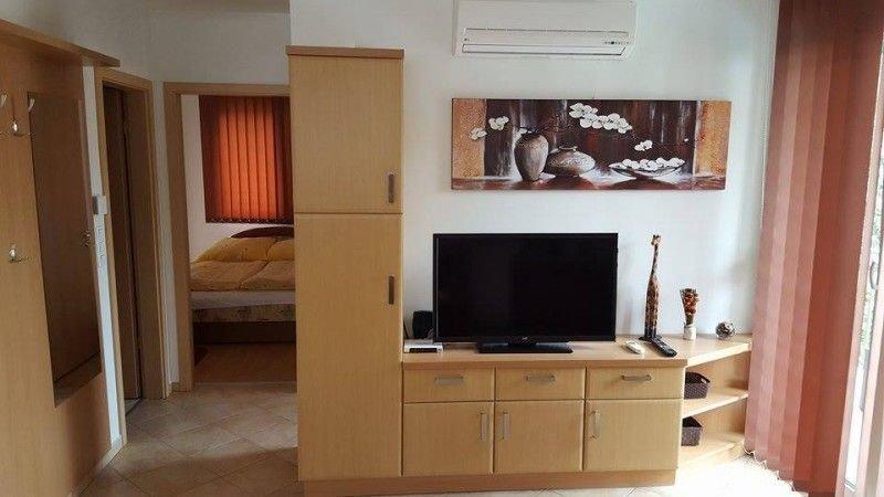 Moderne Appartement mit Klima für 4+2 Personen mit Pool und Grill,kostenlos WIFI, aluguéis de temporada em Siofok