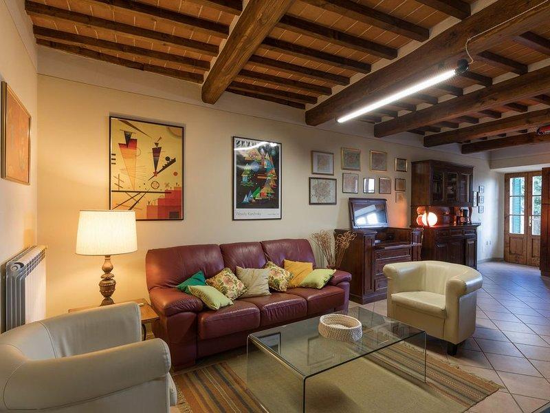 Komfortabel Ferienwohnung mit grosser Terrasse und wunderbarem Blick, vacation rental in Lucignano