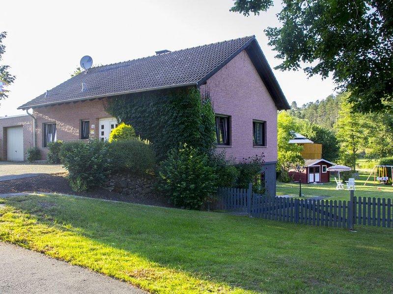 Ferienhaus (4 Sterne) mit viel Platz auf 2 Etagen für 8 Personen, holiday rental in Pomster