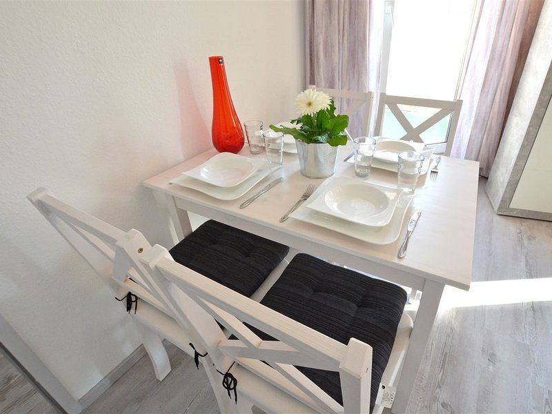 Modernes 2-Zimmer-Appartement im Kurgebiet - Balkon, WLAN, TV, innenstadtnah, Ferienwohnung in Grolsheim