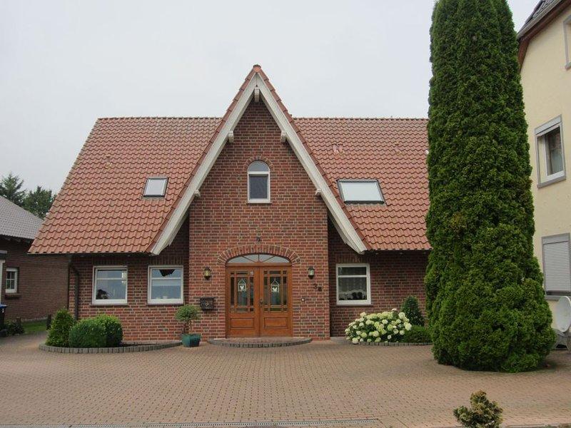 Hochwertig eingerichtete idyllische Landhauswohnung im historischen Rinteln, holiday rental in Heessen