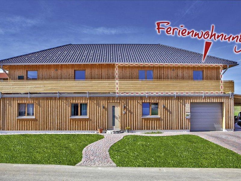 Neubau-komfortable Ferienwohnung mit Dachterrasse, aluguéis de temporada em Wertach