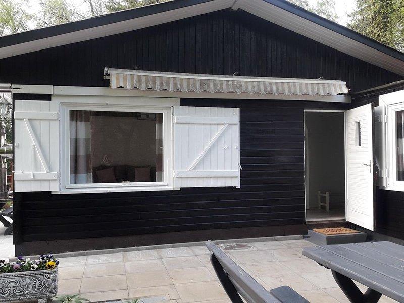 Idyllisch gelegenes Ferienhaus  an Wald und See in Klingberg, holiday rental in Strenglin