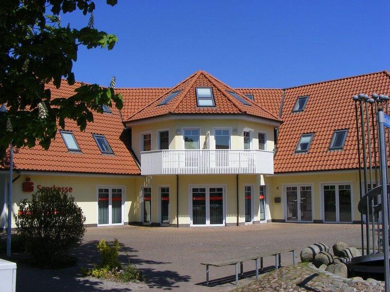 gemütliche FeWo f. 2 Pers., zentral, strandnah, Bettwäsche inkl., holiday rental in Ostseebad Prerow