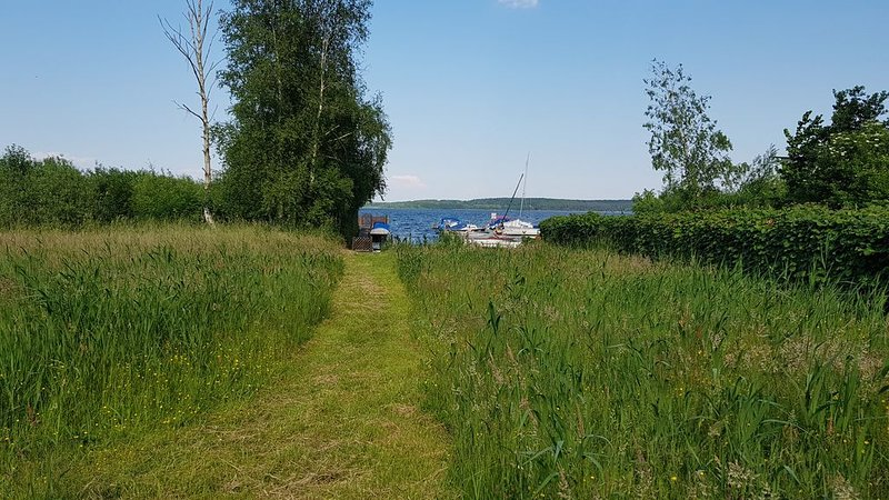 Haus direkt am Plauer See mit optionalem Boot, holiday rental in Drewitz
