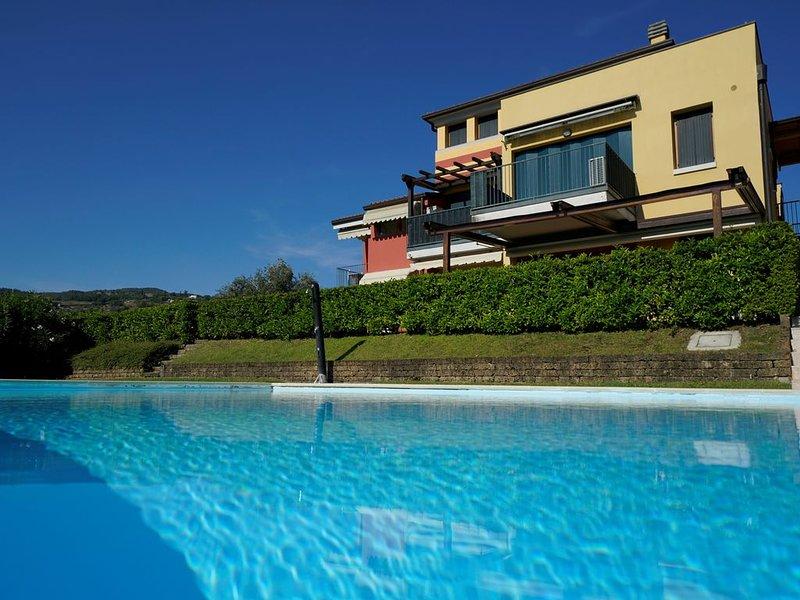 GardaLake BlueParadise - giardino, vista lago e piscina, holiday rental in Garda