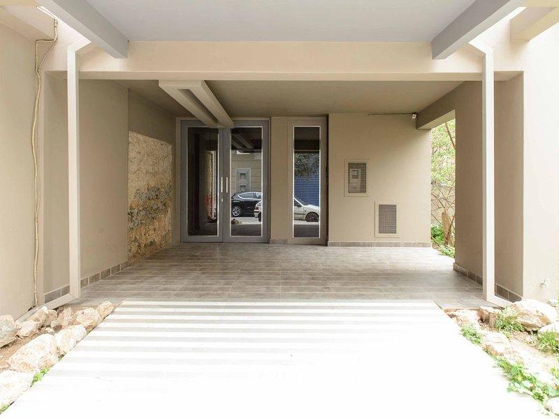 Luxury Flat Cosy Bright in Gazi Kerameikos Metro, holiday rental in Tavros