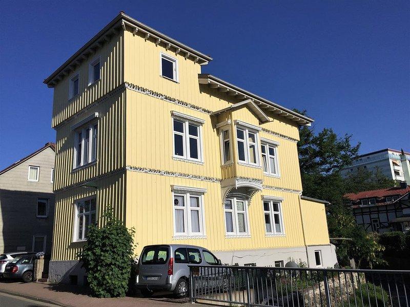 Die Stadtwohnung mit Wohlfühlcharakter. Zentrumsnah und dennoch im Grünen., holiday rental in Veltheim