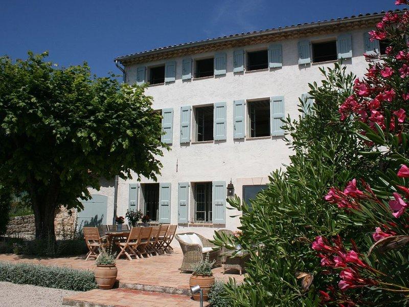 Provençal Farmhouse - Nestled in the hills of Grasse, casa vacanza a Grasse