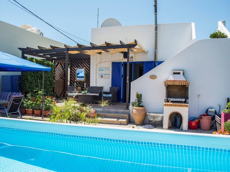 Ferienhaus Meerblick traumhaftes Ferienhaus mit Pool & viel Privatsphäre!, location de vacances à Tavronitis