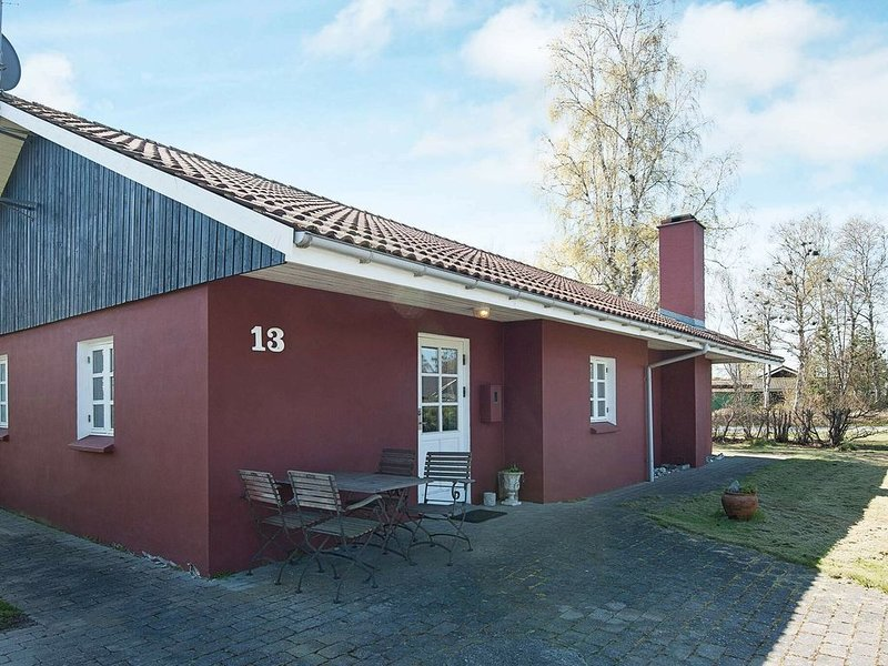 Vibrant Holiday Home in Grenå with Terrace, vacation rental in Balle