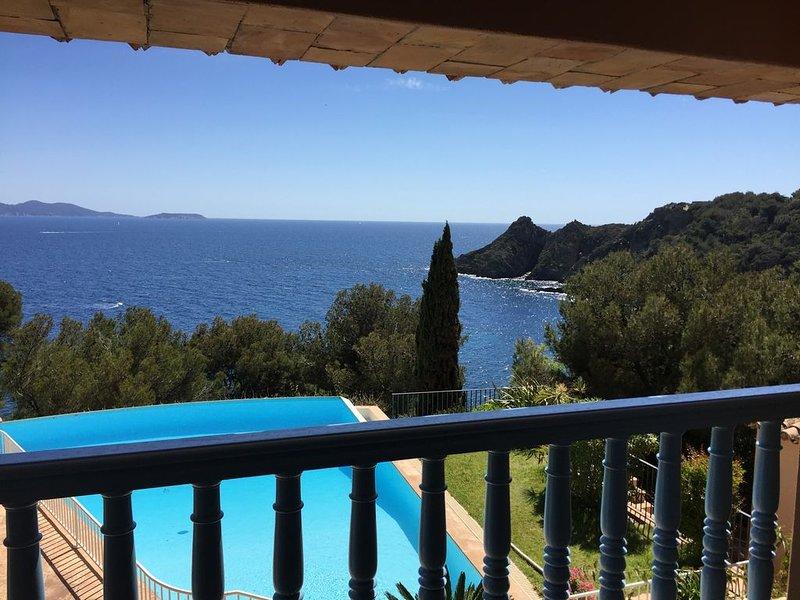 Var, Bormes les Mimosas, Cap Bénat Superbe villa vue mer avec piscine, location de vacances à Cap Benat