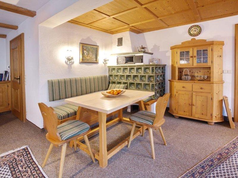 Ferienhaus mit 4 Schlafzimmer, 2 Bädern und Weinstube, holiday rental in Ofterschwang