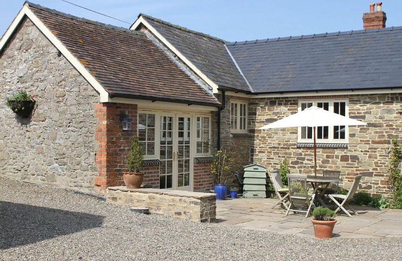Blacksmiths Cottage is a beautiful holiday cottage in in a very rural secluded v, casa vacanza a Adforton