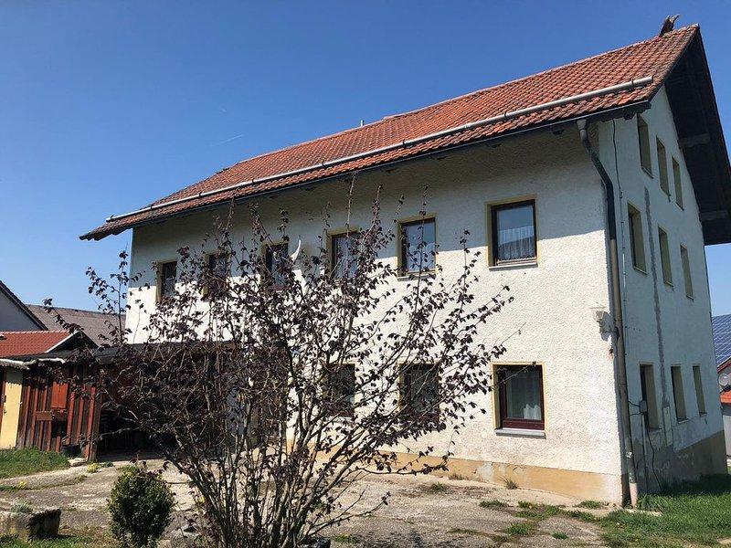Idyllisches Ferienhaus in Höhenlage im Bayerischen Wald, WLAN, aluguéis de temporada em Fuersteneck