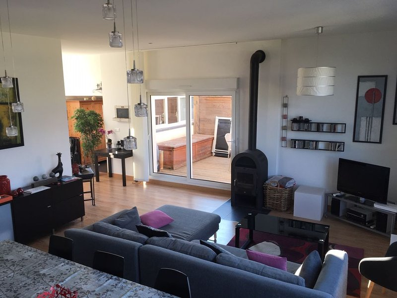 Dans résidence avec piscine très bel appartement *** traversant 110 m²+terrasse, location de vacances à Lac des Rouges Truites
