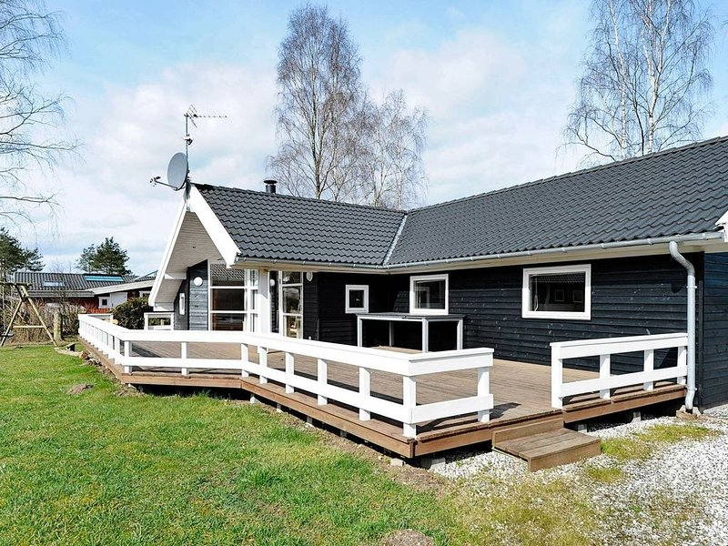 Grand Holiday Home in Fårvang with Sauna, location de vacances à Bryrup