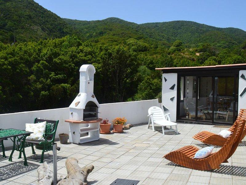 Komfortables und ruhig gelegenes Ferienhaus mit Wintergarten, casa vacanza a Chipude