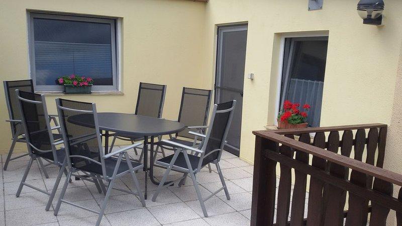 Große familienfreundliche Ferienwohnung mit Terrasse, direkt am Unstrutradweg, holiday rental in Querfurt