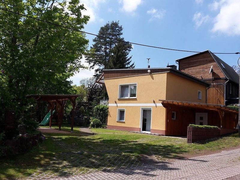 """Ferienhaus """"Am Mansfelder Teich"""" 3 Zimmer auf ca. 65 Qm + große Terrasse, aluguéis de temporada em Lutherstadt Eisleben"""