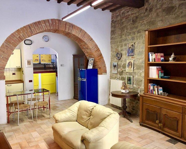 Geräumige Studio-Wohnung im Herzens des Dorfes, vacation rental in Lucignano