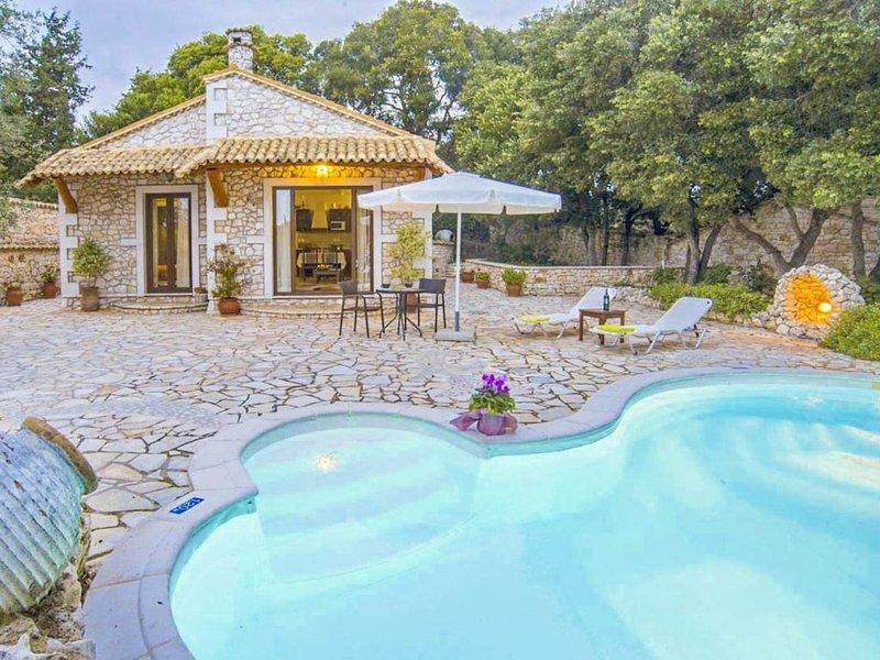 Villa Nionios: Large Private Pool, Walk to Beach, Sea Views, A/C, WiFi, location de vacances à Paxos