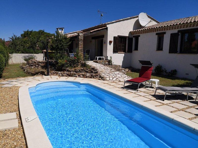 Mistral Villa- ruhig gelegenes Ferienhaus mit schönem Garten und Pool, holiday rental in Pailhes