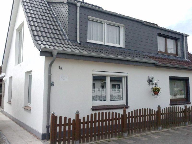 'Elly's Gästehaus' Gemütliches Ferienhaus für 4 Personen mit W-lan., holiday rental in Sande
