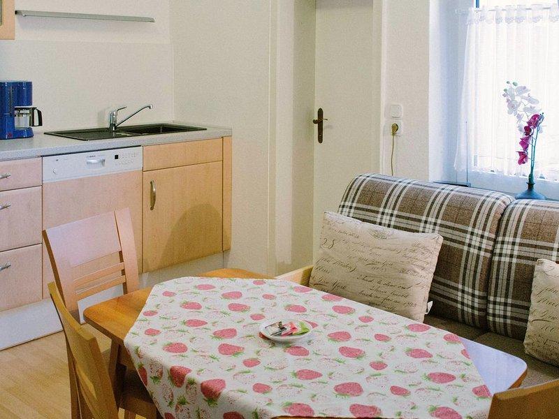 Haus Kress in Höxter - Ferienwohnung mit Innenhof, vacation rental in Delliehausen