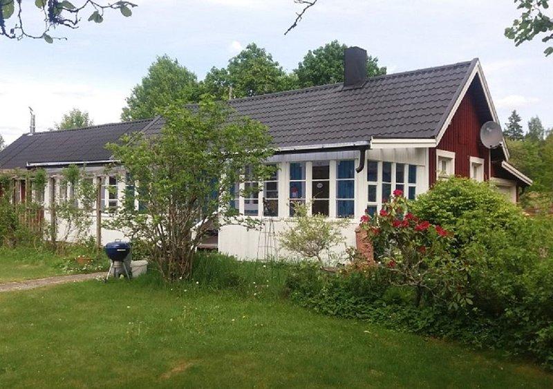 Schönes Studiohaus  liegt in Småland Nähe Fluß/See Emån., vacation rental in Ingatorp