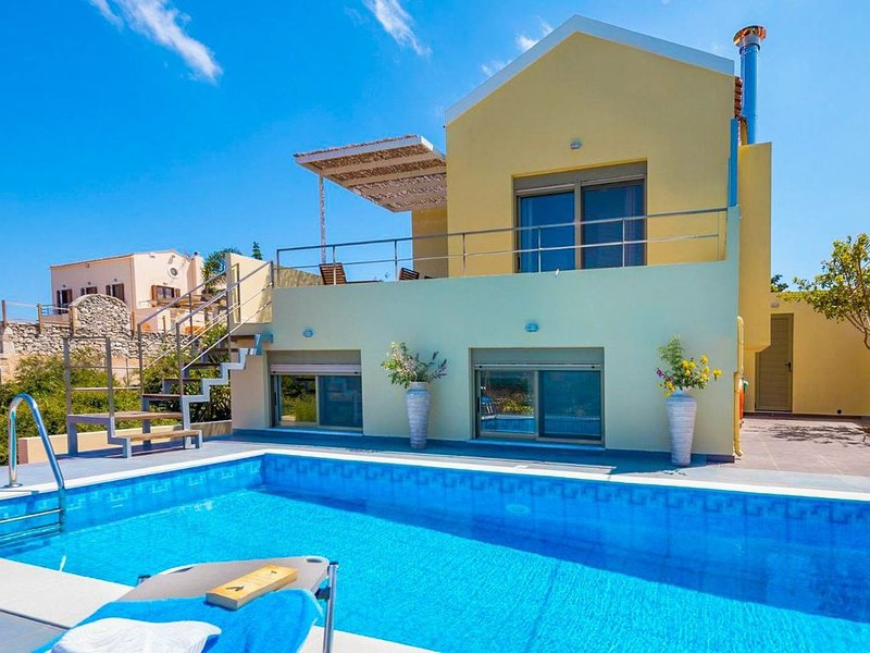 Villa Litsa: Large Private Pool, Sea Views, A/C, WiFi, vacation rental in Apokoronas