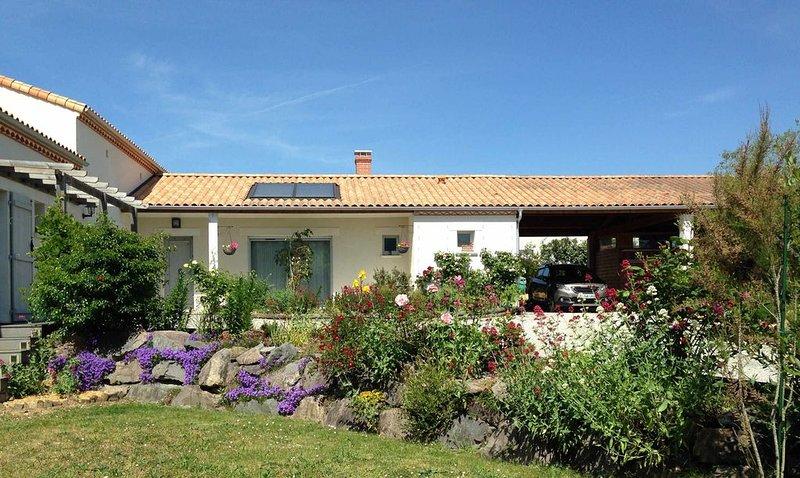 Au calme, gîte de 70 m²  dans maison récente (2011), pour deux personnes., location de vacances à Poiroux