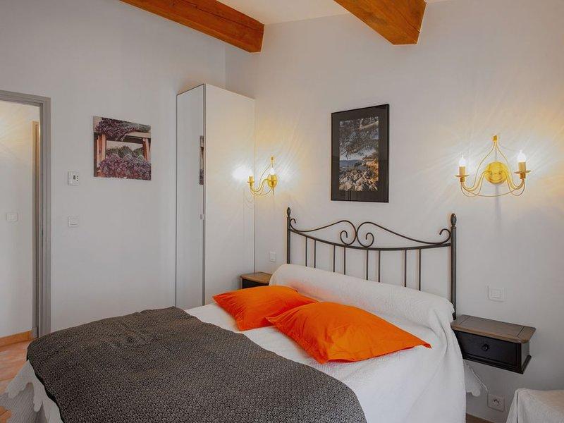 APPT T3 SPACIEUX  DANS MAISON  GRAND JARDIN, WIFFI, CLASSÉE 3*, 1km de la plage, alquiler vacacional en Le Lavandou