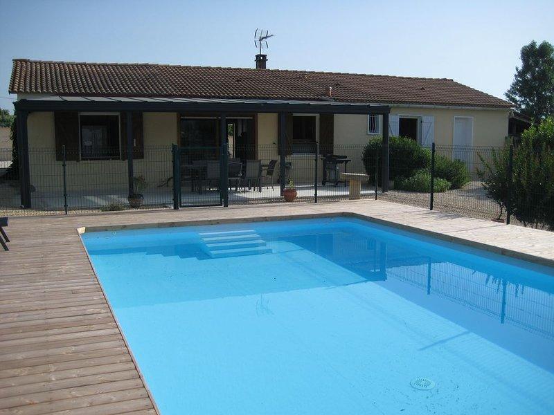 Grande villa entre Cèze et Ardèche, holiday rental in Mejannes-le-Clap