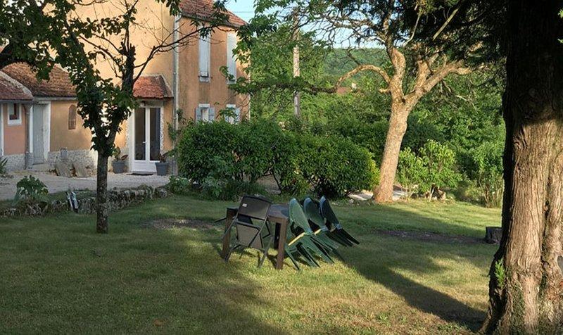 Le Verger Grimaldin - Gîte de caractère à 4 Kms de Noyers-sur-Serein., aluguéis de temporada em Vermenton