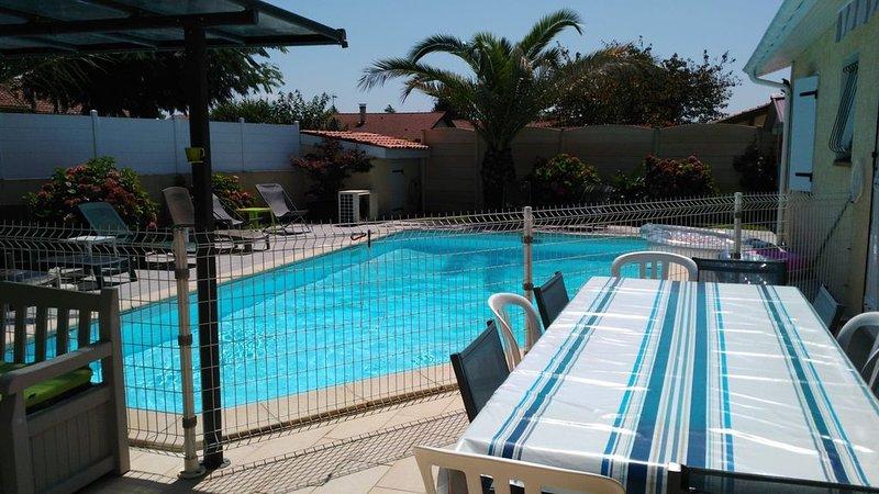 Villa Climatisée avec Piscine Chauffée à 10min des plages, holiday rental in Saubion