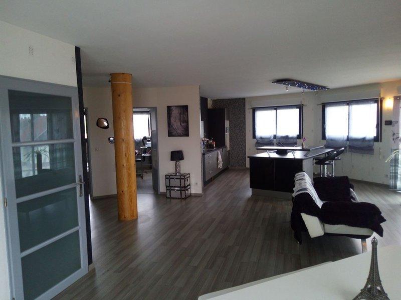 LOFTCOSY 115M2 dans une maison ronde en bois,WIFI et BEIN sport gratuit, Ferienwohnung in Friville-Escarbotin