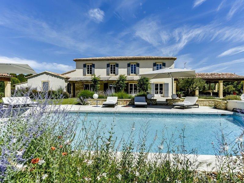 Luxueuse Bastide provençale à proximité d'Aix en Provence et du Lubéron, holiday rental in Rognes