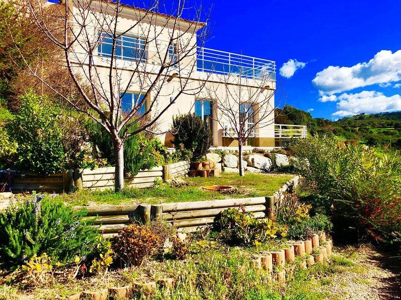 Magnifique T2 en rez-de-villa avec piscine à Alata en corse du sud, location de vacances à Alata