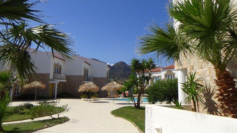 Grapevines Villa Annie, stunning villa in idyllic Makry Gialos, South East Crete, holiday rental in Pefki