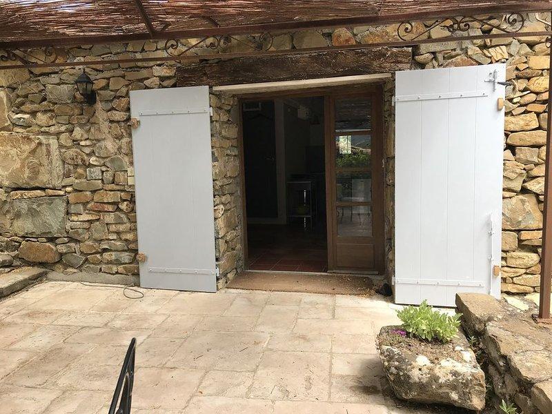 Escapade calme et verdure dans les  baronnies provençales, vacation rental in Saint-Andre-de-Rosans