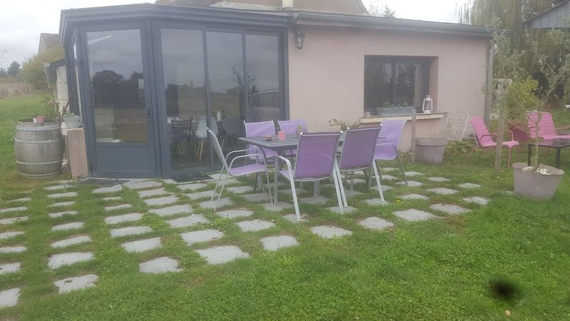 Nouveau gite 4 personnes idéalement situé zoo beauval et châteaux de la Loire, vacation rental in Pontlevoy