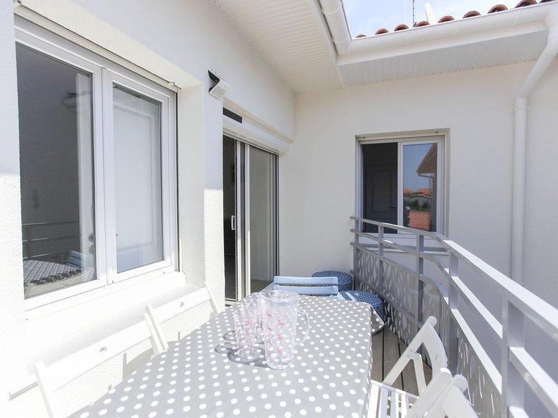 300 mètres de la plage, appartement lumineux avec parking privé et terrasse !, holiday rental in Capbreton