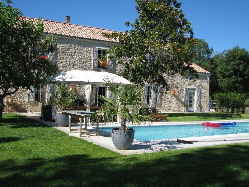 Superbe gîte tout confort 15 pers. proche de ST-EMILION draps bain / lit gratuit, holiday rental in Cessac