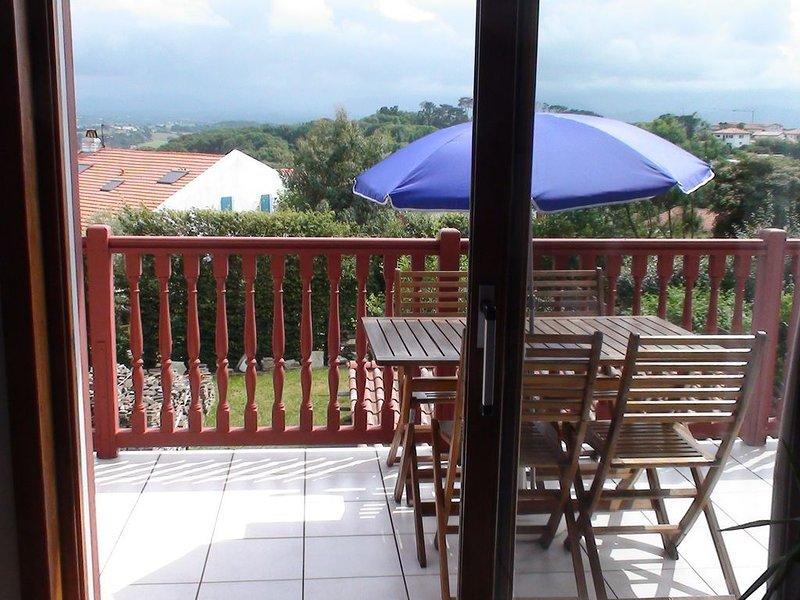 T3 à 800 m des plages , terrasse et vue montagne 5 personnes, holiday rental in Bidart