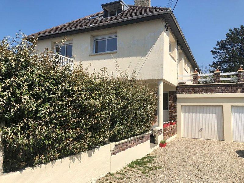 GRAND APPARTEMENT 50 M DE LA MER, vacation rental in Gonneville-en-Auge