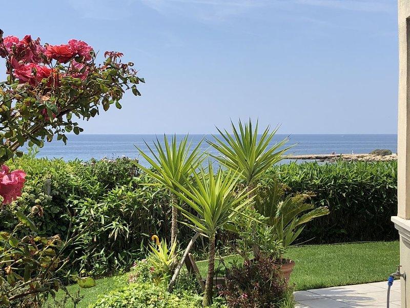 Villa d'architecte les pieds dans l'eau, holiday rental in Carry-le-Rouet