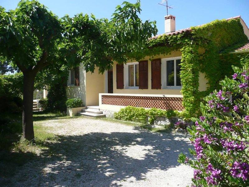 Villa T4 Proche Mer-Veranda ombragee au calme, location de vacances à Sausset-les-Pins