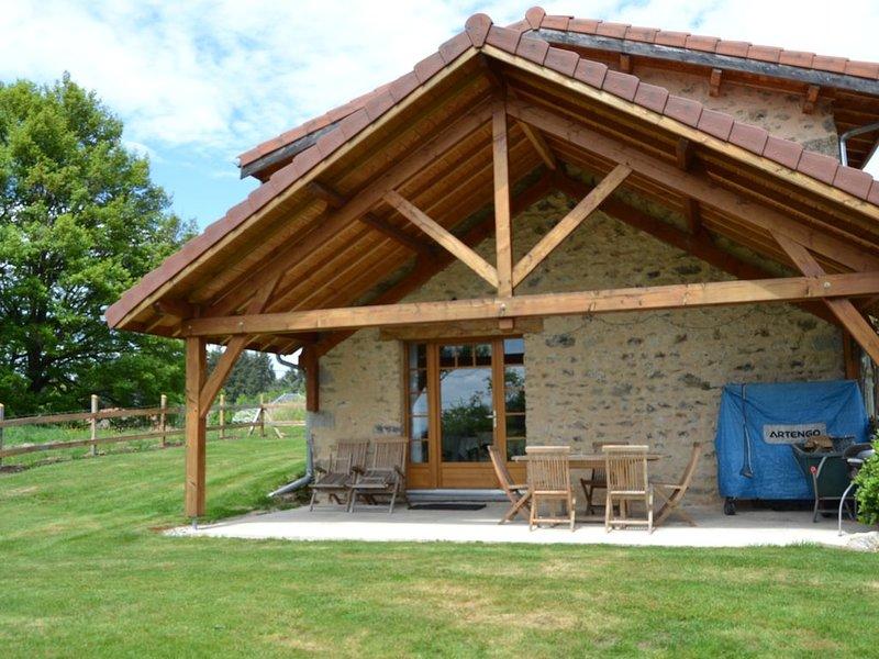 Gîte du jardin Fleuramour, holiday rental in Le Mayet-de-Montagne