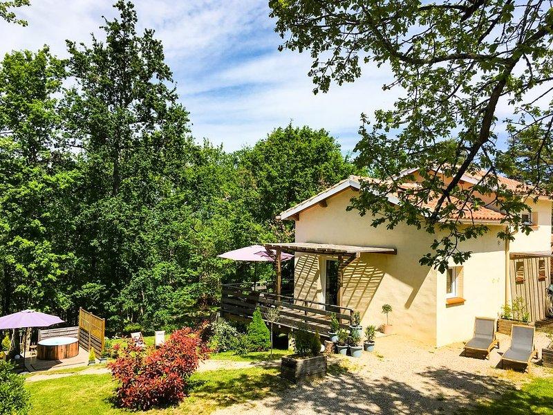 Magnifique gîte au calme dans les bois avec SPA, vacation rental in Monclar-de-Quercy